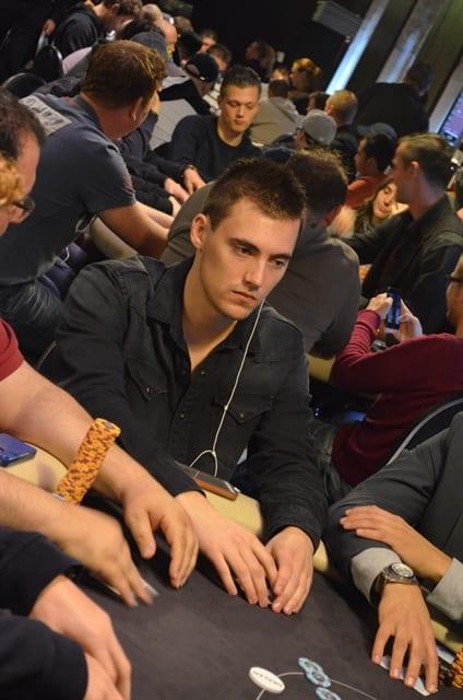 http://www.pokercity.nl/uploads/lrFoto/event921/DSC_0185.JPG