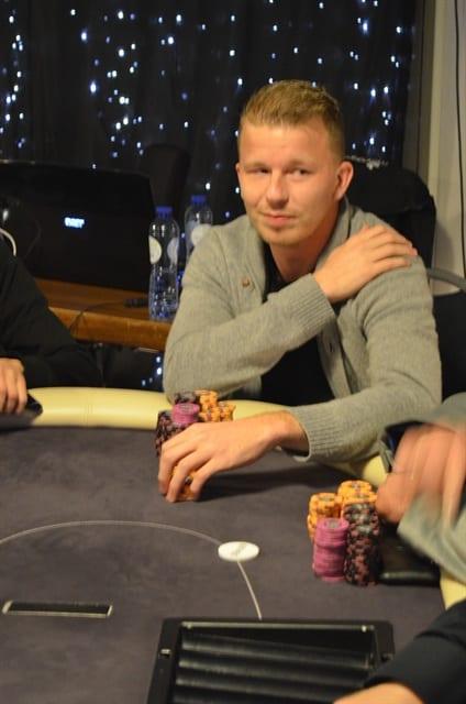 http://www.pokercity.nl/uploads/lrFoto/event921/DSC_0388.JPG