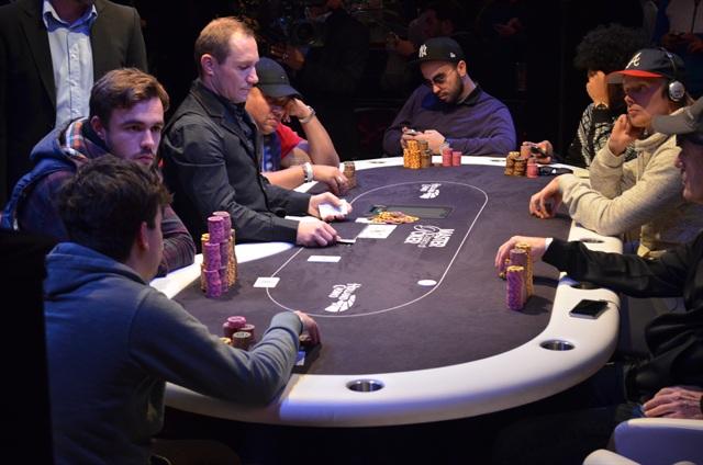 http://www.pokercity.nl/uploads/lrFoto/event942/DSC_0893.JPG