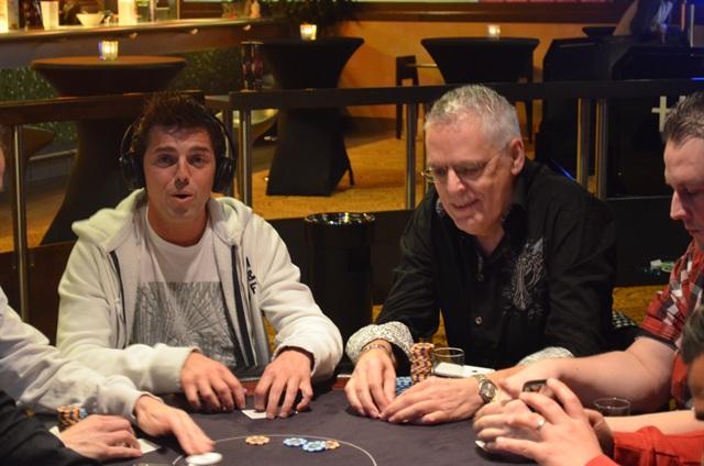 http://www.pokercity.nl/uploads/lrFoto/event953/Deze14.JPG