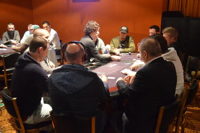 http://www.pokercity.nl/uploads/lrFoto/event953/Deze6.JPG