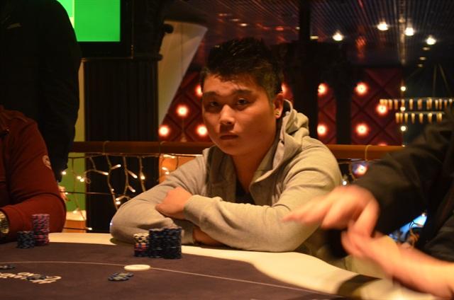 http://www.pokercity.nl/uploads/lrFoto/event954/DSC_0128.JPG