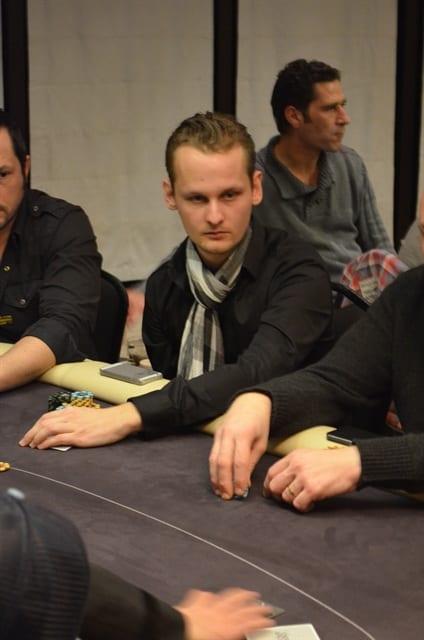 http://www.pokercity.nl/uploads/lrFoto/event969/DSC_0058.JPG