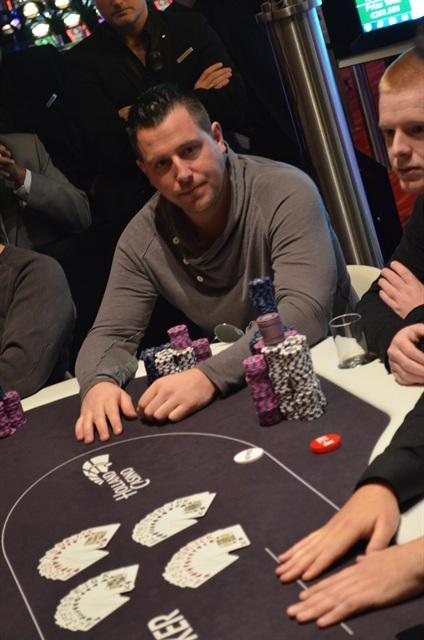 http://www.pokercity.nl/uploads/lrFoto/event975/DSC_0161.JPG