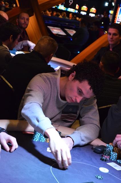 http://www.pokercity.nl/uploads/lrFoto/event985/DSC_0079.JPG